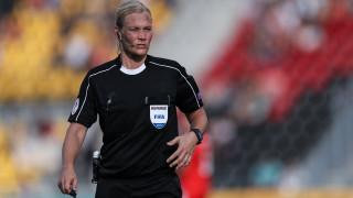 Μία γυναίκα γράφει ιστορία ως η πρώτη διαιτητής της Bundesliga