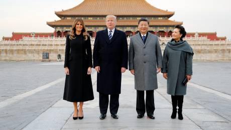 Ντόναλντ και Μελάνια Τραμπ έφθασαν στο Πεκίνο