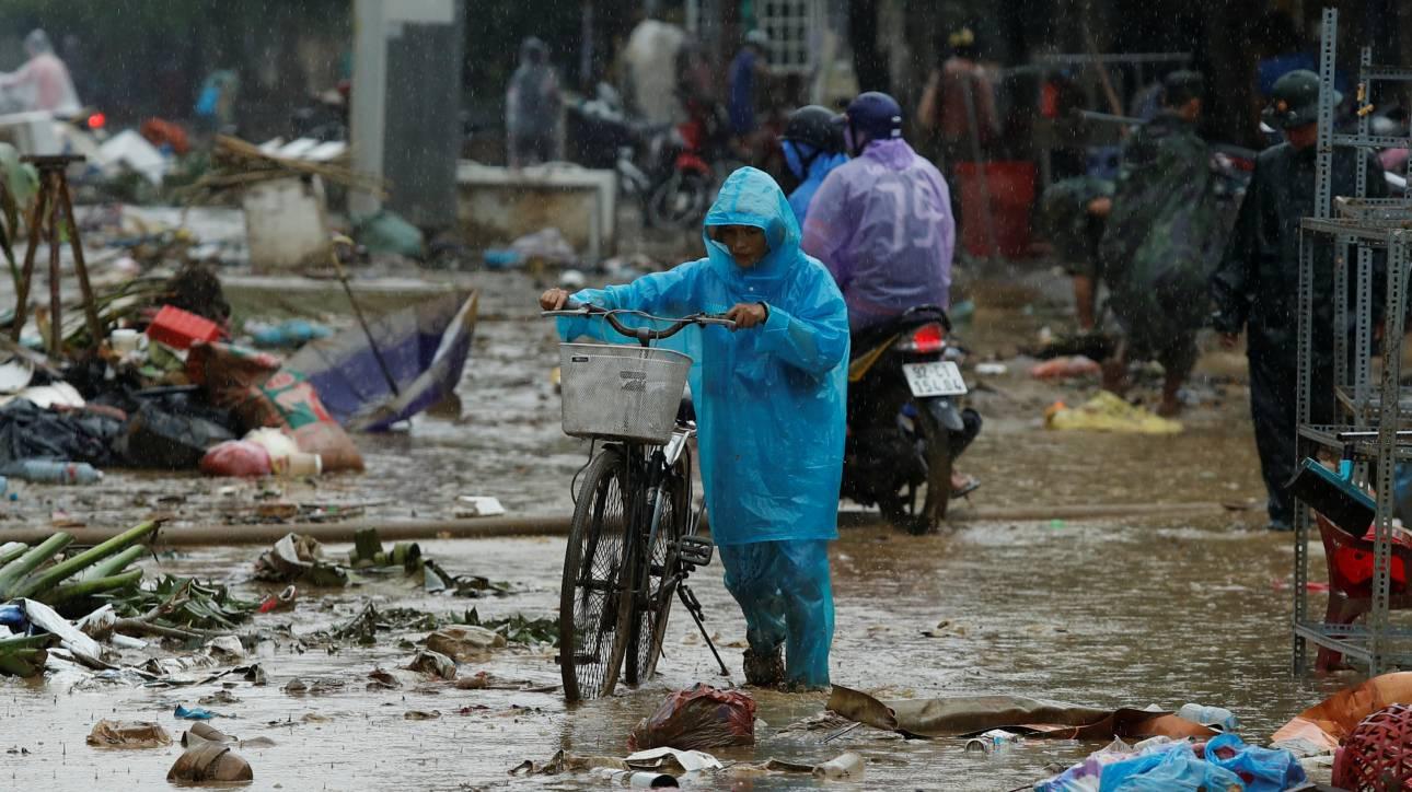 Βιετνάμ: Στους 106 οι νεκροί από τον τυφώνα Ντάμρεϊ (pics)