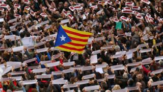 Καταλονία: Το Συνταγματικό Δικαστηρίο ακύρωσε την κήρυξη ανεξαρτησίας - Πουτζντεμόν κατά ΕΕ