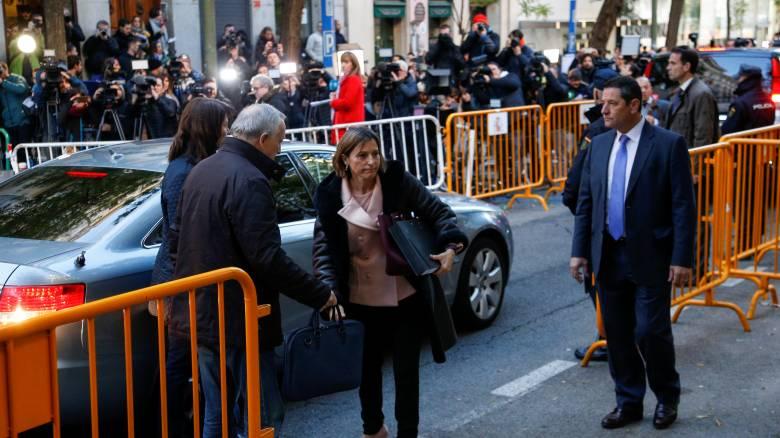 Καταλονία: Ενώπιον του Ανώτατου Δικαστηρίου η καθαιρεθείσα πρόεδρος του κοινοβουλίου (pics)