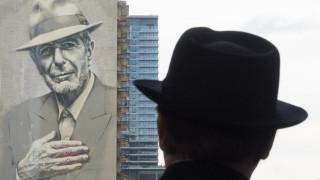 Λέοναρντ Κόεν: το Μόντρεαλ υποκλίνεται στη μεγαλειώδη ύψους 22 ορόφων τοιχογραφία του