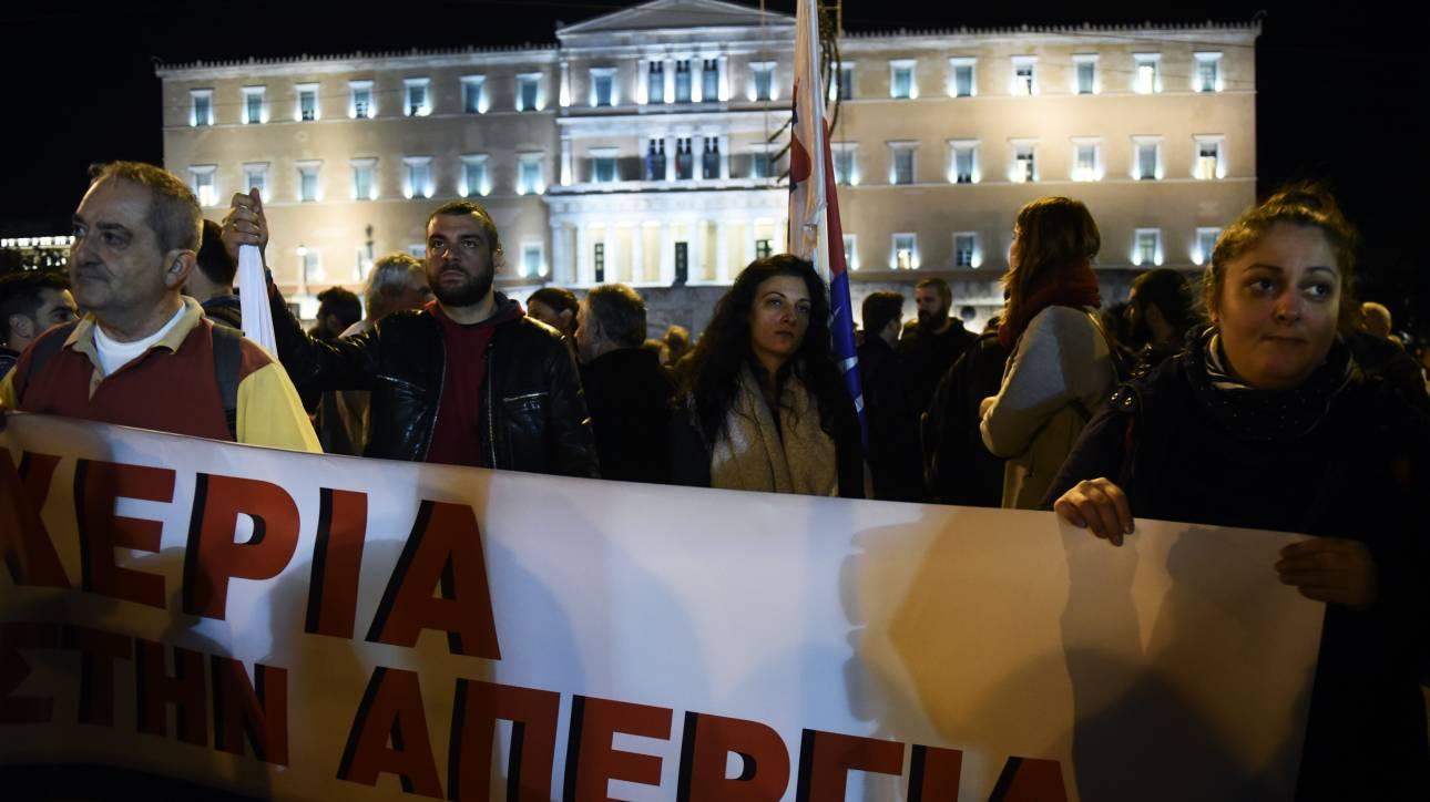 Συγκέντρωση διαμαρτυρίας του ΠΑΜΕ στο Σύνταγμα κατά της τρίτης αξιλόγησης (pics)