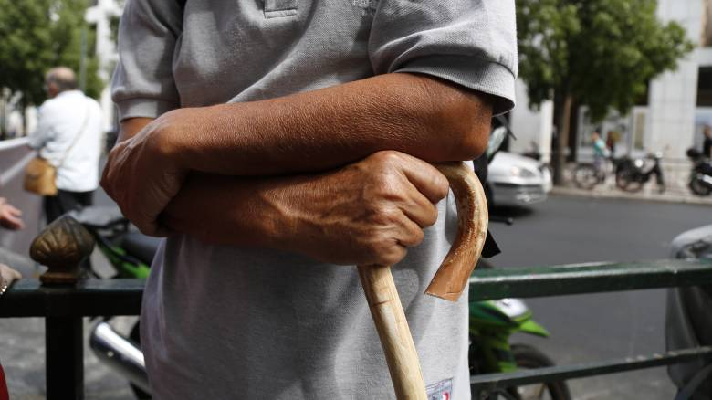 «Μαχαίρι» στις συντάξεις ετοιμάζει η κυβέρνηση - ποιοι επηρεάζονται