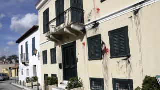 Επίθεση αντιεξουσιαστών με μπογιές σε εταιρεία στην Πλάκα