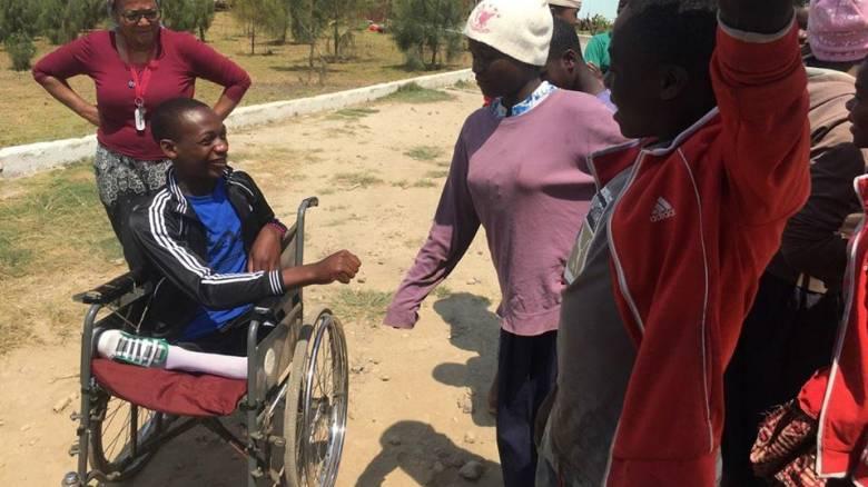 Η ιστορία του 15χρονου Jimmy από την Τανζανία και η επέμβαση που θα αλλάξει τη ζωή του