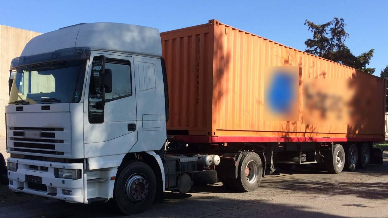 Θεσσαλονίκη: 55χρονος μετέφερε παράνομα 90 αλλοδαπούς με φορτηγό (pics)