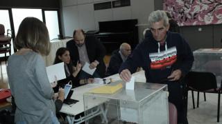 Εκλογές Κεντροαριστερά: Ουρές στις κάλπες για την ανάδειξη του επικεφαλής του νέου φορέα