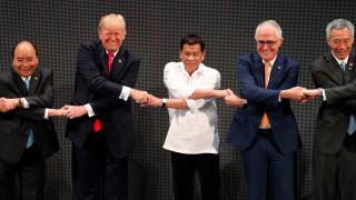 Εμπόριο και Βόρεια Κορέα στην ατζέντα των συνομιλιών του Τραμπ στις Φιλιππίνες