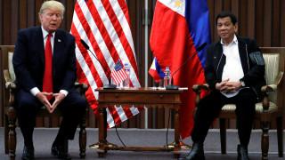«Έχουμε τέλεια σχέση»: Τι συζήτησαν Τραμπ-Ντουτέρτε στις Φιλιππίνες