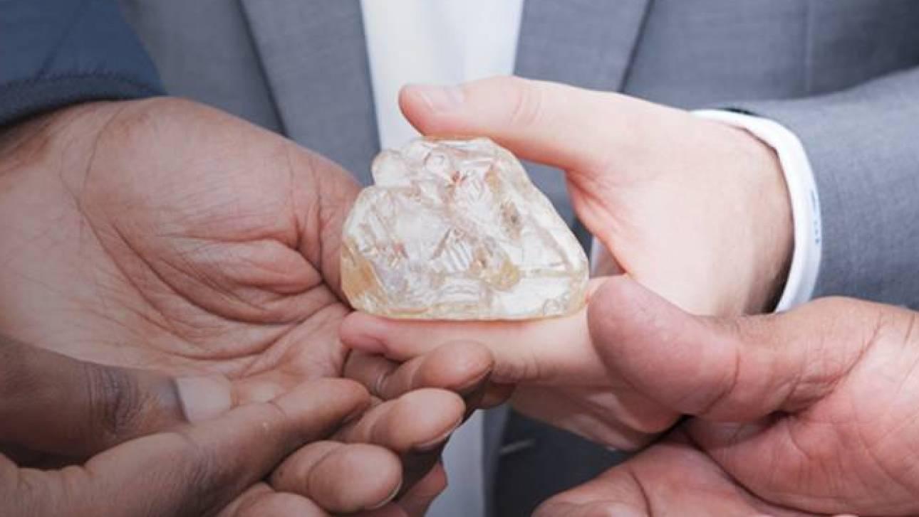 476 «ματωμένα» καράτια: στη Σιέρα Λεόνε το 29ο μεγαλύτερο διαμάντι που βρέθηκε ποτέ (vid)