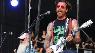 Οι Eagles of Death Metal στο Μπατακλάν για τα δύο χρόνια από την τρομοκρατική επίθεση