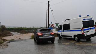 Σύμη: Αυτοκίνητα παρασύρθηκαν στη θάλασσα - Χωρίς ρεύμα το νησί