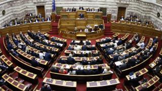 Τα κόμματα απαντούν στο διάγγελμα Τσίπρα για το κοινωνικό μέρισμα