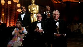 Όσκαρ: Τζολί, Λόρενς & η αφρόκρεμα του Χόλιγουντ αποθεώνει πέντε βετεράνους του θεάματος