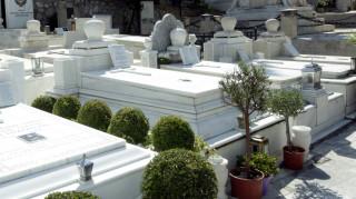 Ανεμοστρόβιλος άνοιξε τους τάφους στο νεκροταφείο των Γαργαλιάνων (pivs&vid)