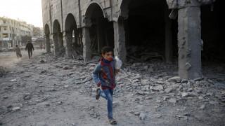 Συρία: Βομβαρδίστηκε αποθήκη με τρόφιμα στη Ντούμα