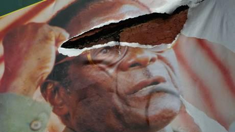 Ρόμπερτ Μουγκάμπε: Από τη Ροδεσία στη Ζιμπάμπουε, ένας έκπτωτος «σωτήρας»