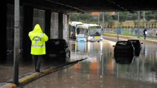 Προβλήματα από τη σφοδρή καταιγίδα στην Αττική, σε απόγνωση οι κάτοικοι της Μάνδρας