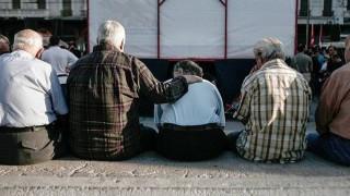 «Ψαλιδίζεται» το ΕΚΑΣ σε 140.000 χαμηλοσυνταξιούχους