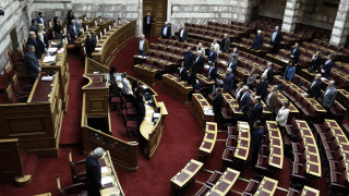 Ενός λεπτού σιγή στη μνήμη των θυμάτων της θεομηνίας τήρησε η Βουλή