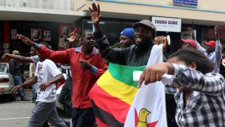 Ζιμπάμπουε: Χιλιάδες πολίτες γιορτάζουν την πτώση του Μουγκάμπε