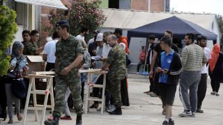 Μικρή μείωση των προσφύγων στις δομές φιλοξενίας των Ενόπλων Δυνάμεων
