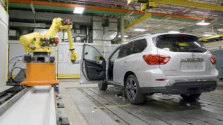 Πόσες φορές ανοίγει και κλείνει την πόρτα ενός αυτοκινήτου ένα ρομπότ της Nissan; (vid)