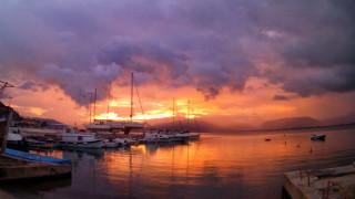 Ναύπλιο: Η μαγευτική συννεφιασμένη δύση