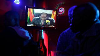 Θρίλερ στην πολιτική σκηνή της Ζιμπάμπουε: Δεν παραιτήθηκε τελικά ο Μουγκάμπε