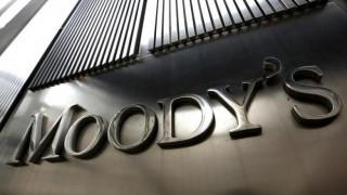 Moody's: Πιστωτικά θετικό το swap των ελληνικών ομολόγων