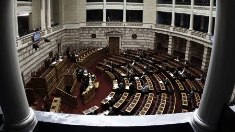 Κοινωνικό μέρισμα: Σε εξέλιξη η συζήτηση στην Ολομέλεια της Βουλής (LIVE)