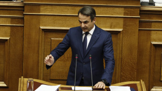 Σφοδρή κριτική Μητσοτάκη στην κυβέρνηση - Υπερψηφίζει το κοινωνικό μέρισμα η ΝΔ