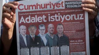 Τουρκία: Φυλάκιση τριών ετών σε δημοσιογράφο της Cumhuriyet για ένα tweet