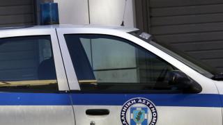 Επίθεση με μαχαίρι σε αστυνομικούς, δύο τραυματίες