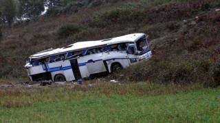 Καλαμπάκα: Ανετράπη λεωφορείο του ΚΤΕΛ με μαθητές (pics)