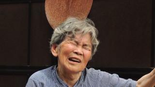 Ας παίξουμε: 89χρονη φωτογράφος παρωδεί τα selfies για τη χαρά της ζωής