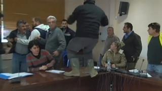 Επεισοδιακό το πρώτο δημοτικό συμβούλιο Μάνδρας - Ήρθαν στα χέρια οι σύμβουλοι