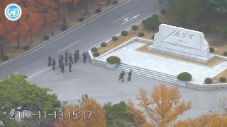 Βορειοκορεάτης στρατιώτης αυτομολεί και δέχεται τα πυρά των συναδέλφων του