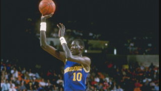 Αποκάλυψη στο NBA: Ο Μανούτε Μπολ ήταν 50 χρονών όταν αγωνίστηκε (vids)