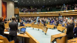 Καταιγισμός ερωτήσεων στην ολλανδική Βουλή για τα ελληνικά προγράμματα στήριξης