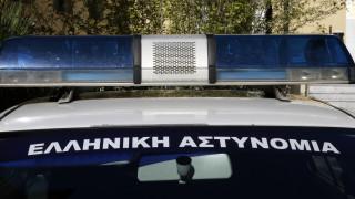 Άνδρας απειλεί να αυτοκτονήσει από κτήριο στον Πειραιά (pic)