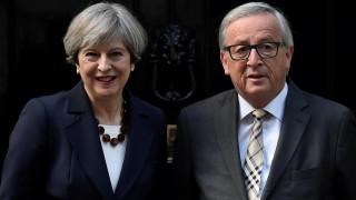 Brexit: Συναντήσεις Μέι με Γιούνκερ-Μπαρνιέ με την ελπίδα να ξεπεραστούν τα «αγκάθια»