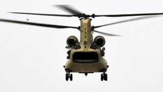 Στο λιμάνι του Πειραιά τρία ελικόπτερα Chinook και δύο εξομοιωτές πτήσης από τις ΗΠΑ