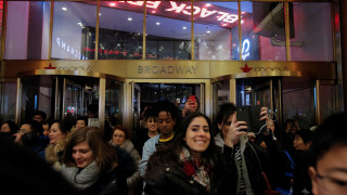 Black Friday: «Φρενίτιδα» στα αμερικανικά καταστήματα