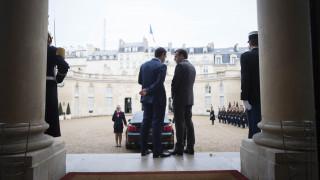 Σε θερμό κλίμα η συνάντηση Τσίπρα - Μακρόν στο Παρίσι