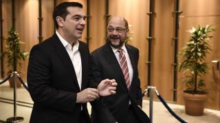 Υπέρ του μεγάλου συνασπισμού ο Τσίπρας - Τηλεφωνική επικοινωνία με Σουλτς