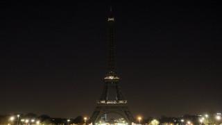 Ο πύργος του Άιφελ σβήνει τα φώτα του για τα θύματα της Αιγύπτου