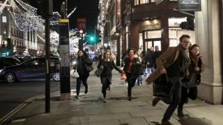 Oxford Street: Η αστυνομία δεν επιβεβαίωσε περιστατικό με πυροβολισμούς (vids)