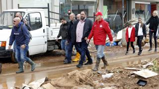 Ο Βαγγέλης Μαρινάκης στο πλευρό των πληγέντων στη Μάνδρα Αττικής